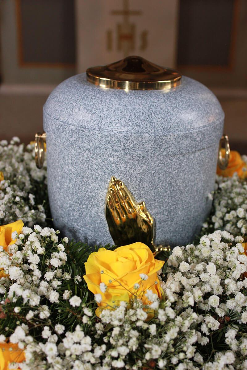 Urnen vom Bestattungshaus Burmester